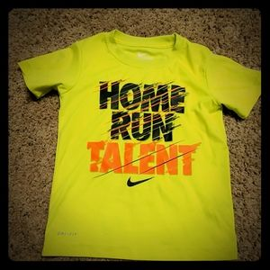 Nike boys dri-fit shirt size small 4-5 years